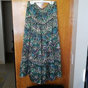 Jaclyn Smith flowy skirt